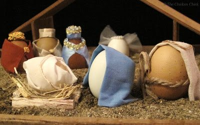 Nativity scene using blown eggs. DIY instructions here.