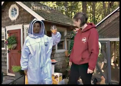 My first in-person, beekeeping tutorial occurred live on my Facebook page with a seasoned, local beekeeper, Mo Shea. She demonstrated how to setup my hive and showed me how to put on my protective suit.