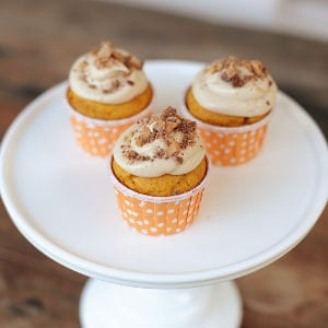 Pumpkin Cupcakes with Maple Cream Cheese Frosting & Toffee, shared by Pink Peppermint Design