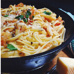 Spaghetti & Clams with Fresh Tomato Sauce, shared by Living the Gourmet