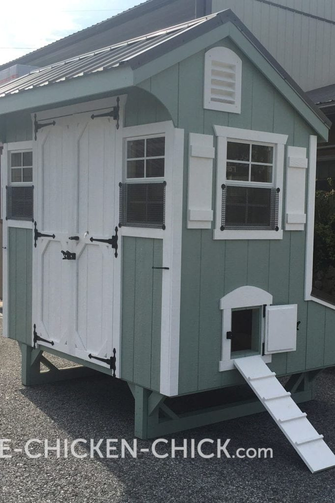 Pop door can be located on either side of the The Chicken Chick's Essential Coop®